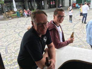 Public viewing auf dem Briloner Marktplatz.