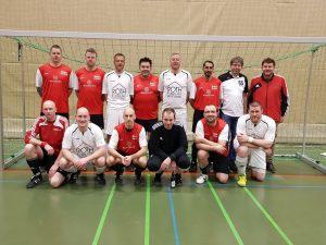 Standen sich letztes Jahr im kleinen Finale der Kreismeisterschaft gegenüber: Die Ü32-Teams des TuS Madfeld und des des SV Brilon (weiße Trikots).