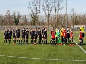 Begrüßung vor dem Spiel gegen die U12 aus Lippstadt