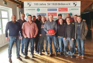 Bei der Jubiläumsshow des SV Brilon wurden über 1.600 € für die DKMS gesammelt. Reinhard Schneidermann (mit Sparschwein) war der Initiator der Aktion.