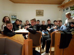 Fiebern den Hallenwestfalenmeisterschaften entgegen: Die U15-Spieler des SV Brilon.